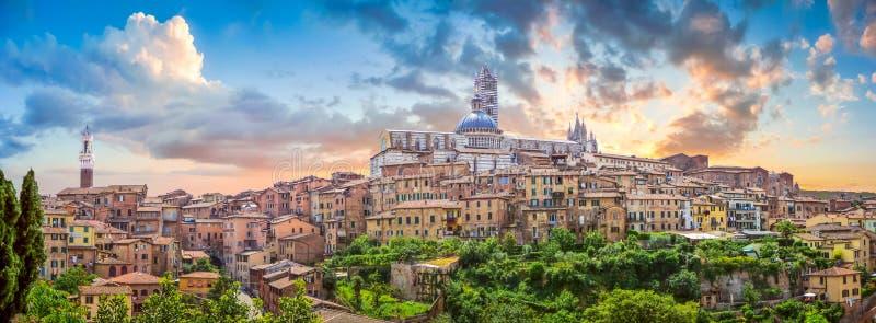 Όμορφη άποψη της ιστορικής πόλης της Σιένα, Τοσκάνη, Ιταλία στοκ εικόνες