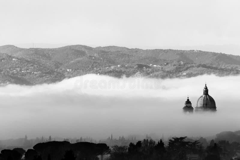 Όμορφη άποψη της παπικής εκκλησίας Assisi Angeli degli της Σάντα Μαρία στοκ εικόνα