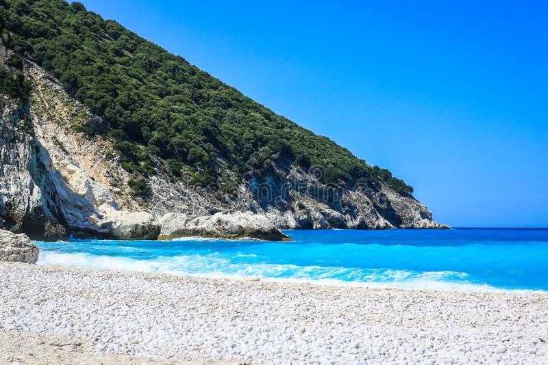 Όμορφη άποψη της παραλίας Myrtos, νησί Kefalonia, Ελλάδα στοκ φωτογραφία με δικαίωμα ελεύθερης χρήσης