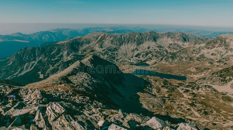 Όμορφη άποψη τοπίων βουνών από την αιχμή Peleaga στο εθνικό πάρκο Ρουμανία Retezat στοκ εικόνες