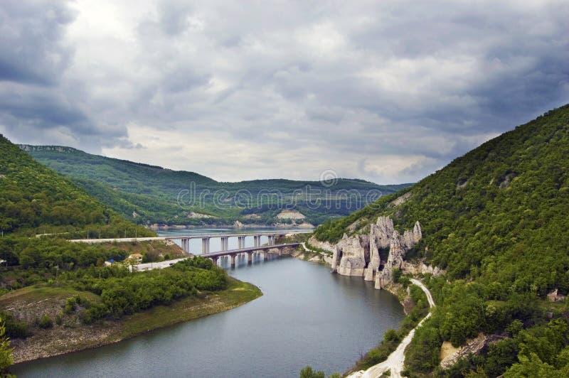 Όμορφη άποψη τοπίων των clifs, των γεφυρών και των ορόσημων στοκ εικόνα με δικαίωμα ελεύθερης χρήσης