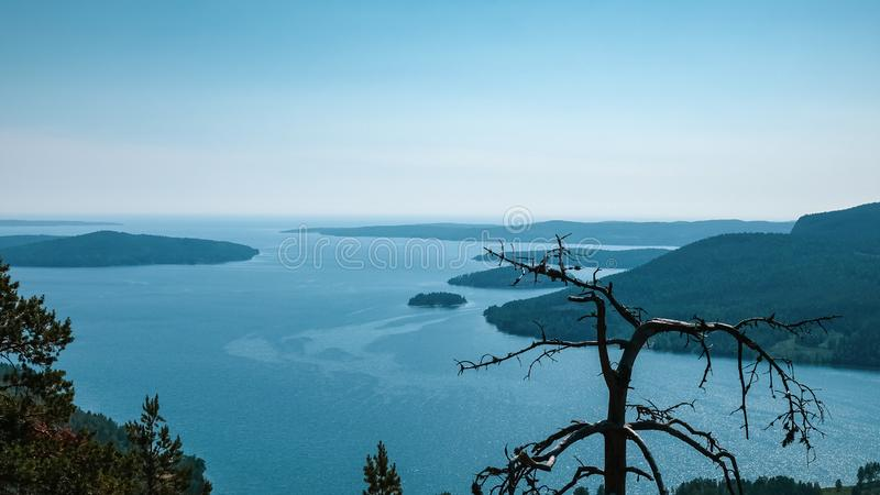 Όμορφη άποψη του αρχιπελάγους, των βουνών, του δάσους και της θάλασσας στοκ φωτογραφίες με δικαίωμα ελεύθερης χρήσης