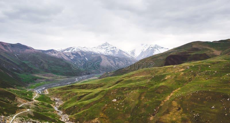 Όμορφη άποψη των βουνών Καύκασου στοκ εικόνες με δικαίωμα ελεύθερης χρήσης