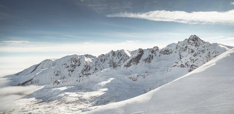 Όμορφη άποψη των βουνών το χειμώνα Tatra στοκ εικόνες