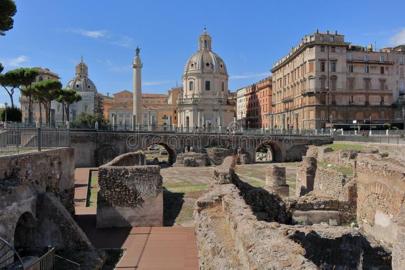 Όμορφη άποψη των καταστροφών του φόρουμ Trajan στοκ φωτογραφίες