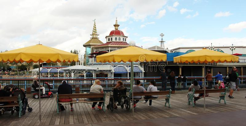 Download Όμορφη άποψη Disneyland εκδοτική εικόνα. εικόνα από κύλινδρος - 62708125