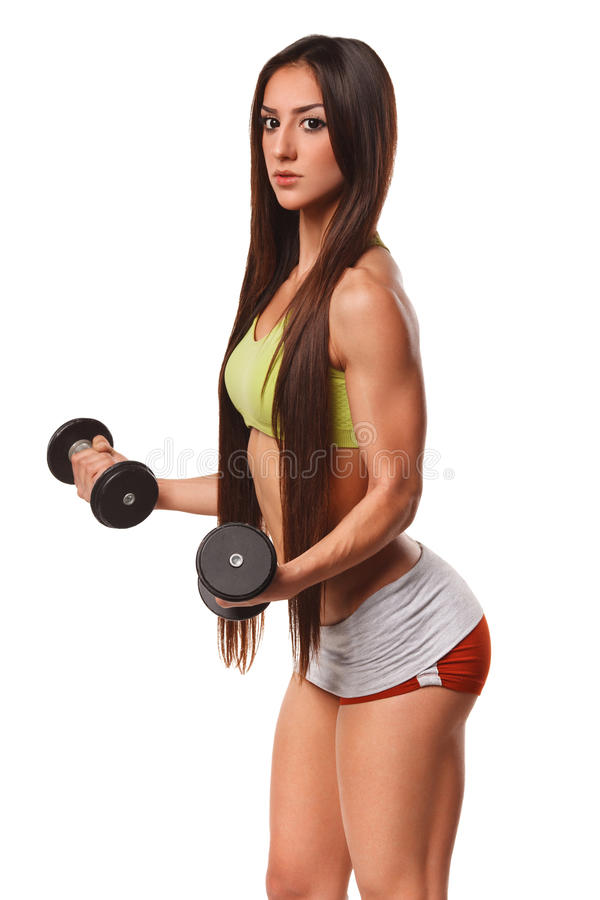Όμορφη αθλητική γυναίκα με τη μακρυμάλλη επίλυση με τους αλτήρες Προκλητικός όμορφος γάιδαρος στο λουρί Κορίτσι ικανότητας, που α στοκ φωτογραφία