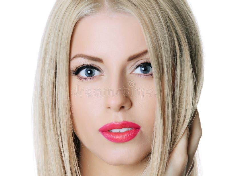 Όμορφη αισθησιακή γυναίκα με μακρυμάλλη στοκ φωτογραφία με δικαίωμα ελεύθερης χρήσης
