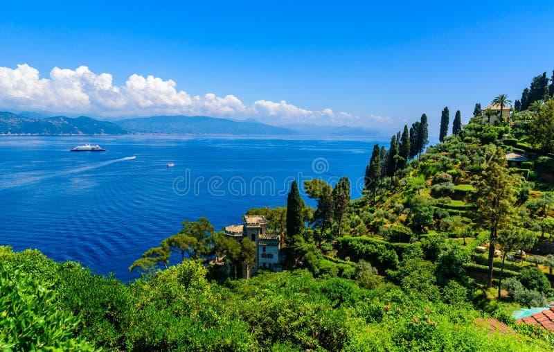 Όμορφη ακτή σε Portofino, Ιταλία - γιοτ σε λίγο λιμάνι κόλπων Επαρχία της Λιγυρίας, Γένοβα, Ιταλία Ιταλικό ψαροχώρι με στοκ εικόνα