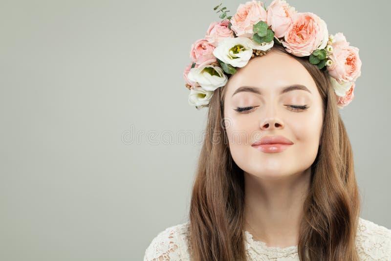 Όμορφη απόλαυση γυναικών Έννοια Aromatherapy και χαλάρωσης στοκ εικόνες