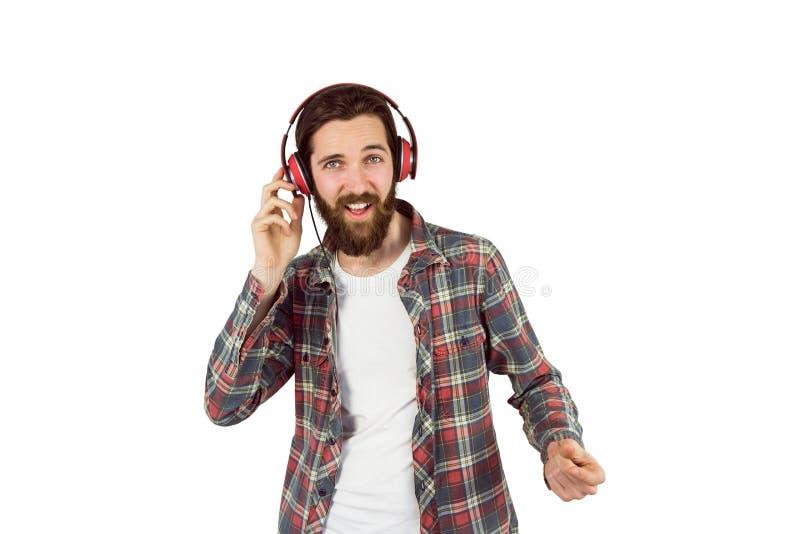 Όμορφη απόλαυση hipster που ακούει τη μουσική στοκ εικόνα
