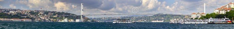 Όμορφη αργά το απόγευμα άποψη μια από τις γέφυρες που συνδέουν την Ευρώπη και την Ασία στη Ιστανμπούλ στοκ εικόνες