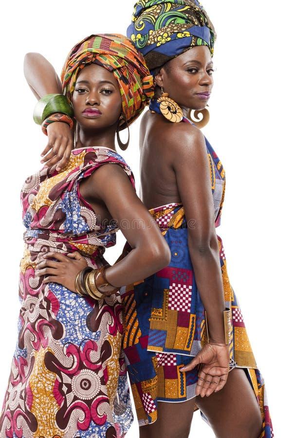 Όμορφη αφρικανική μόδα modesl στο παραδοσιακό φόρεμα. στοκ φωτογραφία με δικαίωμα ελεύθερης χρήσης