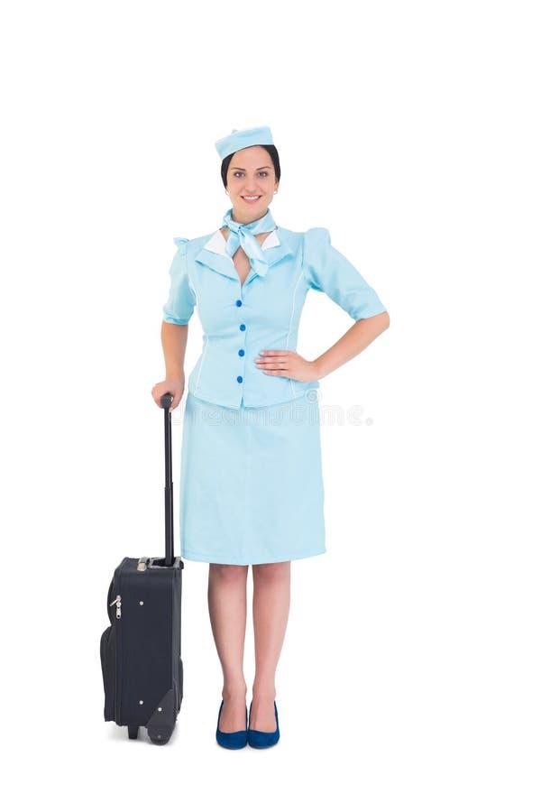 Όμορφη βαλίτσα εκμετάλλευσης αεροσυνοδών στοκ φωτογραφία με δικαίωμα ελεύθερης χρήσης
