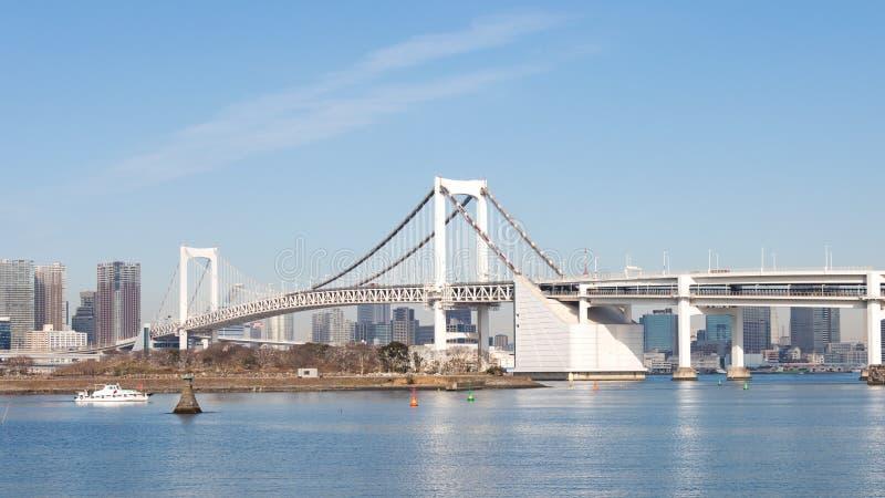 Όμορφη γέφυρα ουράνιων τόξων στοκ εικόνα