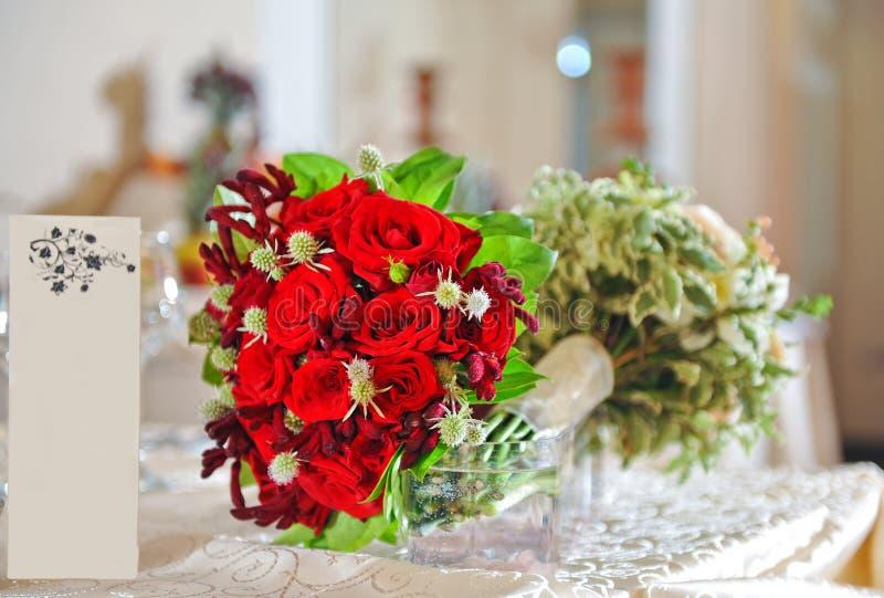Όμορφη γαμήλια ανθοδέσμη με τα τριαντάφυλλα στοκ φωτογραφία με δικαίωμα ελεύθερης χρήσης