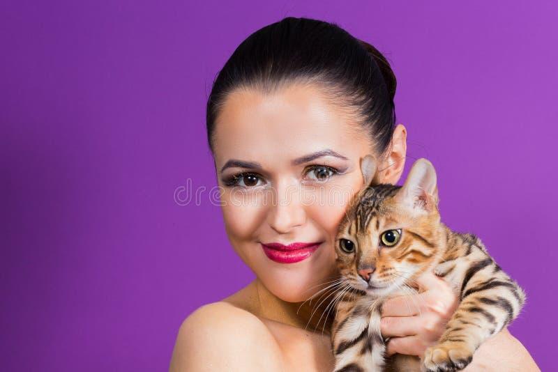 όμορφη γυναίκα γατών στοκ εικόνες