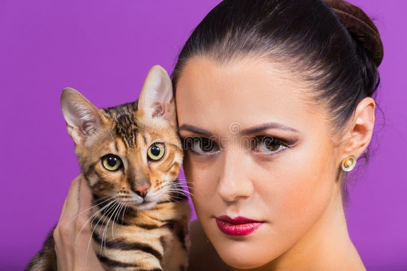 όμορφη γυναίκα γατών στοκ εικόνες με δικαίωμα ελεύθερης χρήσης