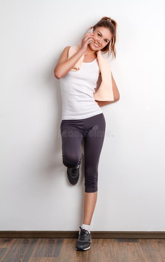όμορφη γυναίκα γυμναστική στοκ εικόνα με δικαίωμα ελεύθερης χρήσης