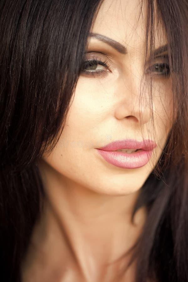 όμορφη γυναίκα κινηματογ&rh στοκ φωτογραφίες με δικαίωμα ελεύθερης χρήσης