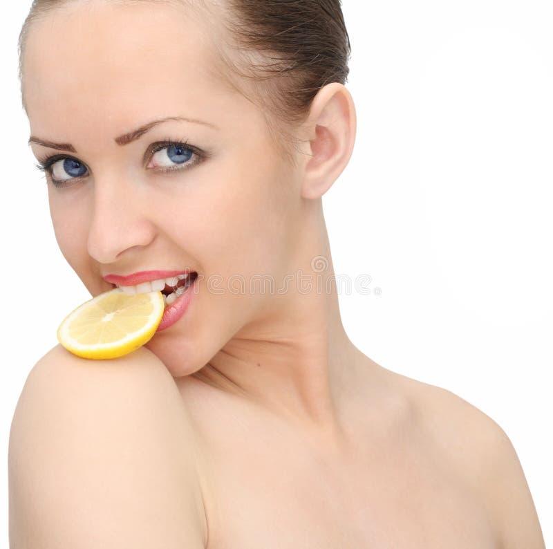 όμορφη γυναίκα λεμονιών στοκ εικόνα με δικαίωμα ελεύθερης χρήσης