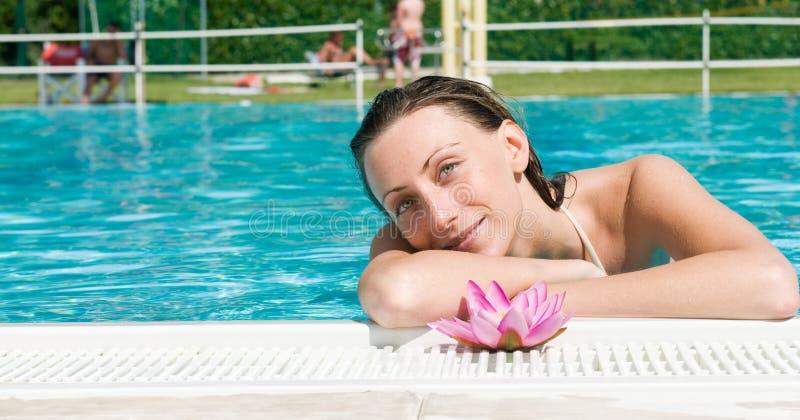 Download όμορφη γυναίκα λωτού λου στοκ εικόνες. εικόνα από λωτός - 17051630