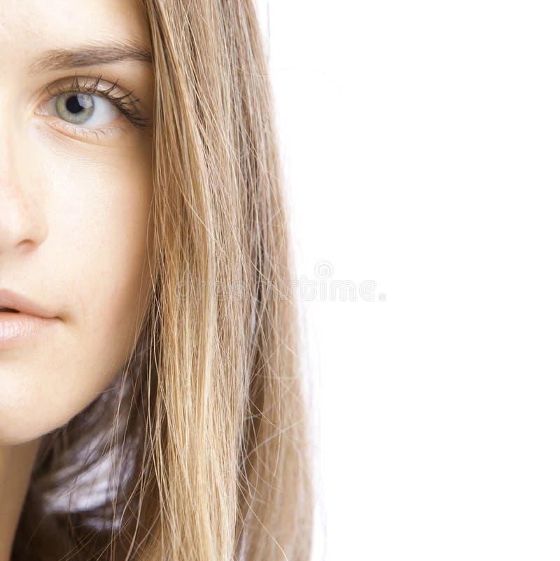 όμορφη γυναίκα μερών προσώπ&om στοκ φωτογραφία με δικαίωμα ελεύθερης χρήσης
