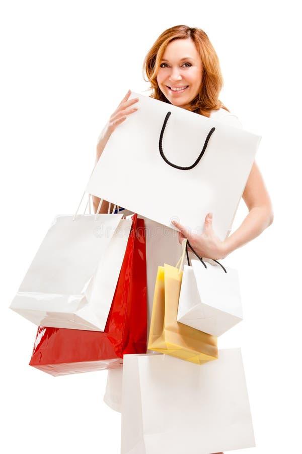 Όμορφη γυναίκα με πολλές τσάντες αγορών στοκ εικόνες