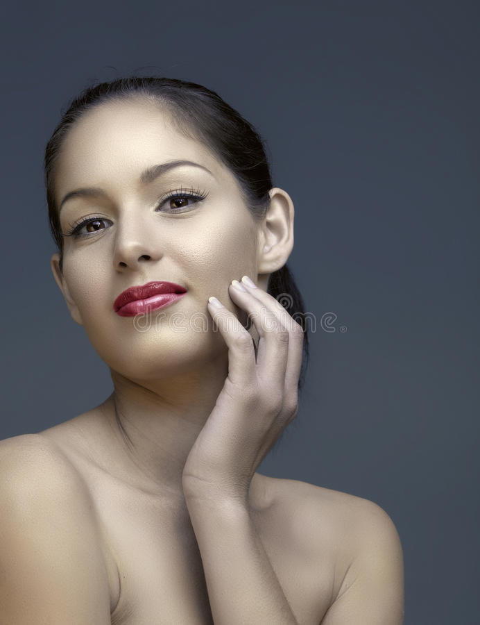 Όμορφη γυναίκα με τη φυσική σύνθεση στοκ εικόνες