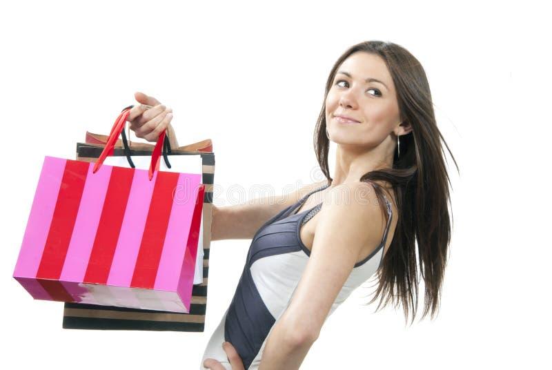 Όμορφη γυναίκα με τις ζωηρόχρωμες τσάντες αγορών στοκ φωτογραφία