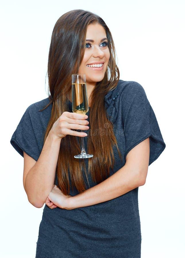 Όμορφη γυναίκα με το γυαλί κρασιού που στέκεται ενάντια στο απομονωμένο studi στοκ φωτογραφίες με δικαίωμα ελεύθερης χρήσης