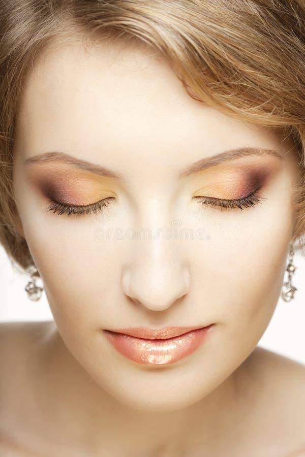 Όμορφη γυναίκα με το τέλειο makeup. στοκ φωτογραφία