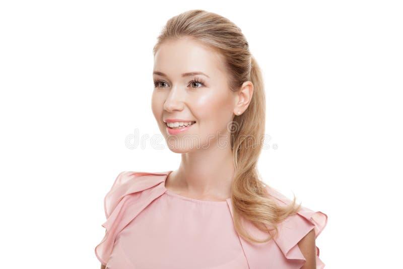 Όμορφη γυναίκα με το τέλεια δέρμα και το πρόσωπο απομονωμένος στοκ εικόνα