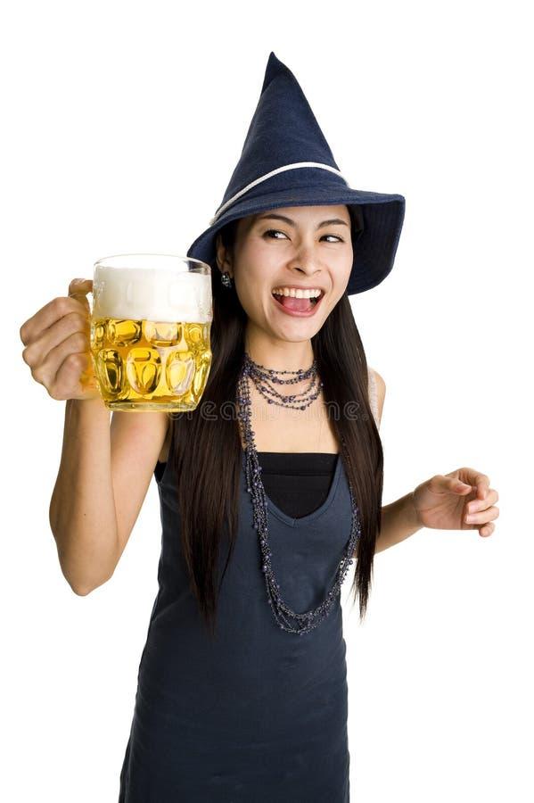 όμορφη γυναίκα μπύρας στοκ εικόνες με δικαίωμα ελεύθερης χρήσης