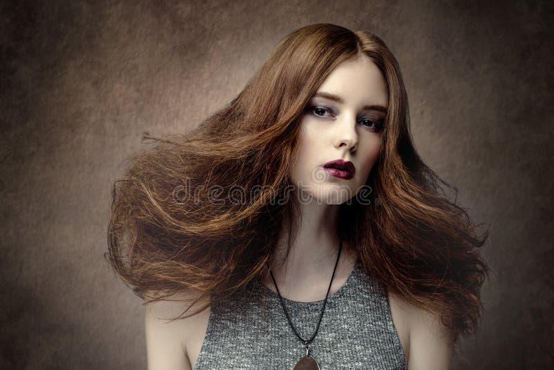 όμορφη γυναίκα μόδας hairstyle στοκ φωτογραφίες