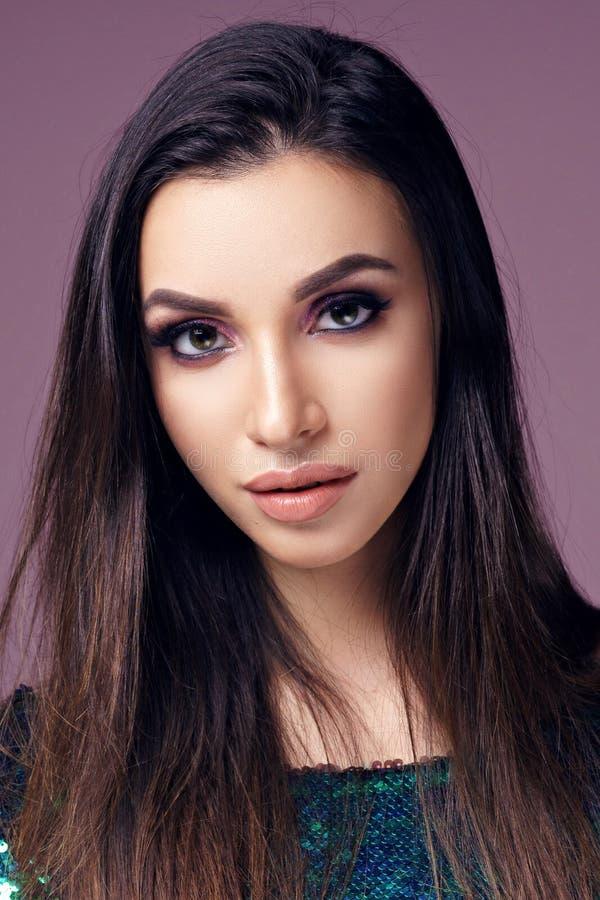 όμορφη γυναίκα πορτρέτου brunette στοκ εικόνα