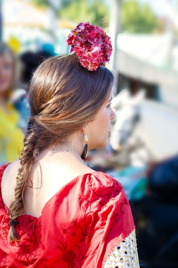 Όμορφη γυναίκα που φορά flamenco το φόρεμα στην έκθεση της Σεβίλης ` s Απρίλιος στοκ φωτογραφία με δικαίωμα ελεύθερης χρήσης