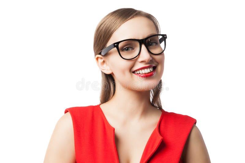 Όμορφη γυναίκα που χαμογελά στη κάμερα στοκ φωτογραφίες