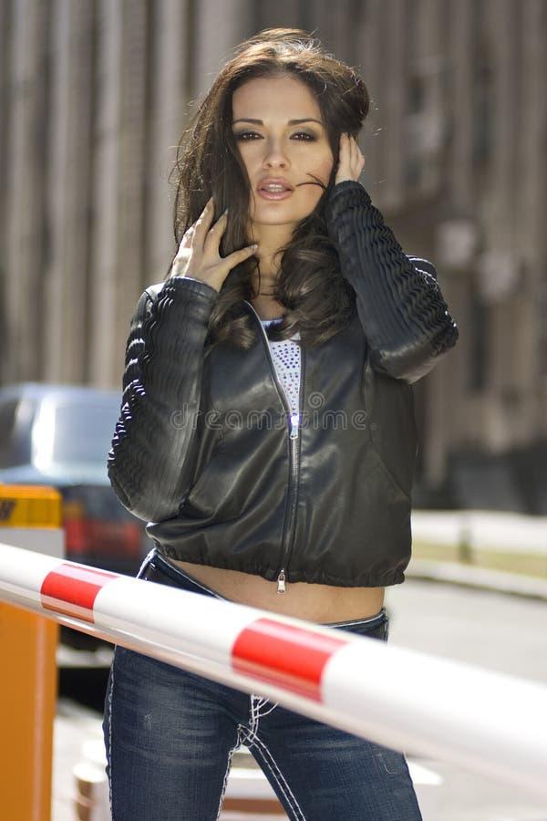 όμορφη γυναίκα πόλεων στοκ φωτογραφία με δικαίωμα ελεύθερης χρήσης