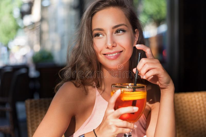 Όμορφη γυναίκα τουριστών brunette στοκ φωτογραφίες με δικαίωμα ελεύθερης χρήσης