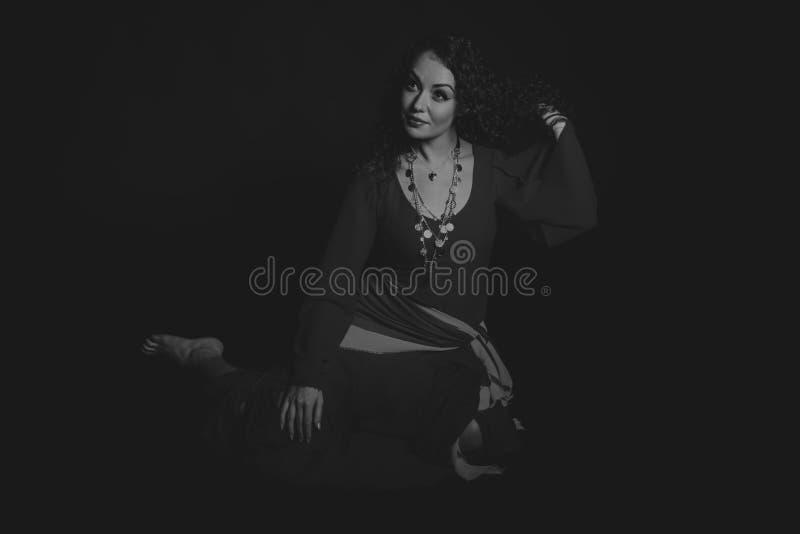 Όμορφη γυναίκα τσιγγάνων στην εικόνα στοκ εικόνα