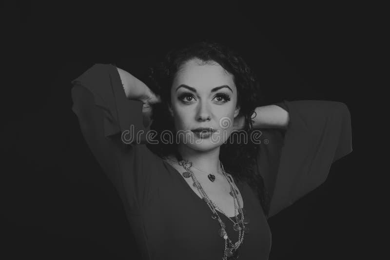 Όμορφη γυναίκα τσιγγάνων στην εικόνα στοκ φωτογραφία με δικαίωμα ελεύθερης χρήσης