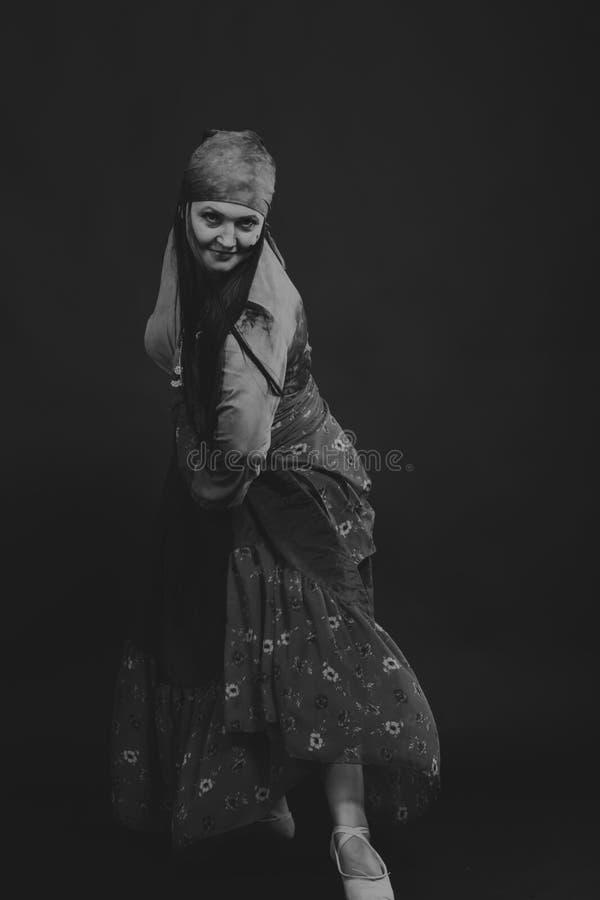 Όμορφη γυναίκα τσιγγάνων στην εικόνα στοκ φωτογραφίες