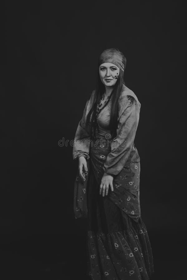 Όμορφη γυναίκα τσιγγάνων στην εικόνα στοκ εικόνες