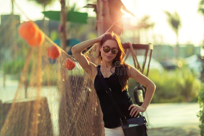 Όμορφη γυναίκα υπαίθρια στοκ φωτογραφία με δικαίωμα ελεύθερης χρήσης