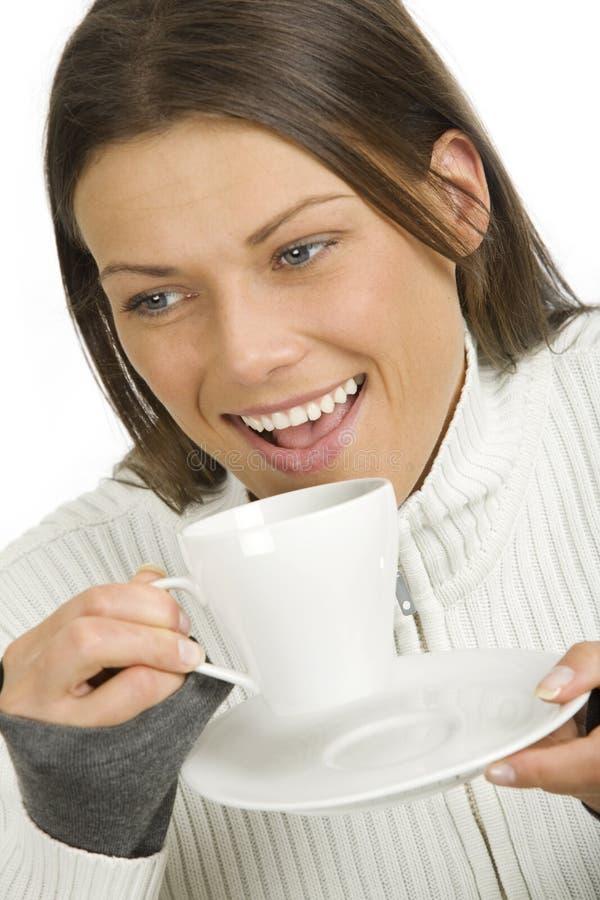 όμορφη γυναίκα φλυτζανιών & στοκ φωτογραφία με δικαίωμα ελεύθερης χρήσης