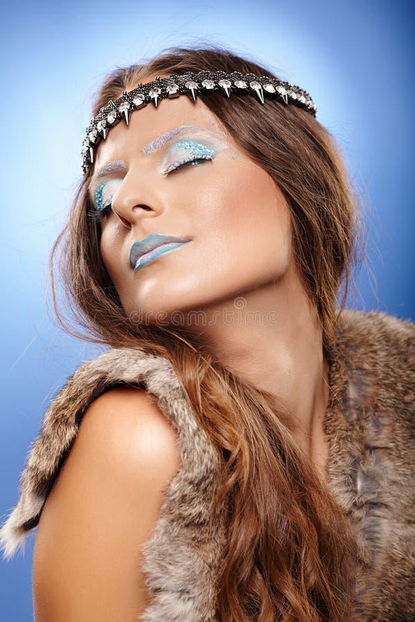 Όμορφη γυναίκα ως βασίλισσα πάγου στοκ φωτογραφία με δικαίωμα ελεύθερης χρήσης