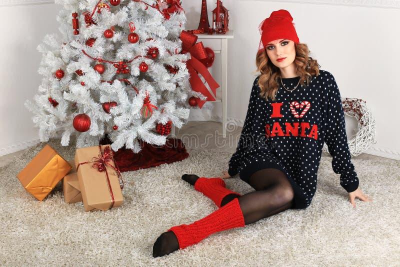 Download όμορφη γυναίκα όπως η ανασκόπηση είναι μπορεί θέμα απεικόνισης Χριστουγέννων χρησιμοποιούμενο Στοκ Εικόνα - εικόνα από κόκκινος, κρύο: 62702115