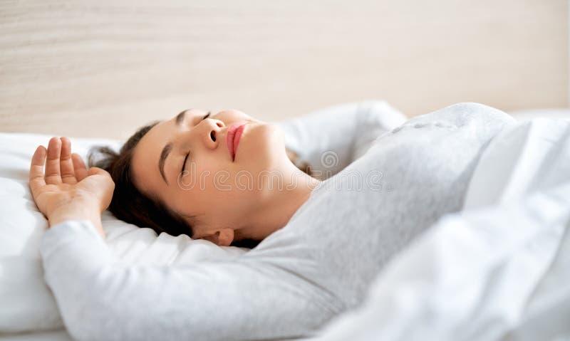 Όμορφη γυναίκα ύπνου στοκ εικόνες με δικαίωμα ελεύθερης χρήσης