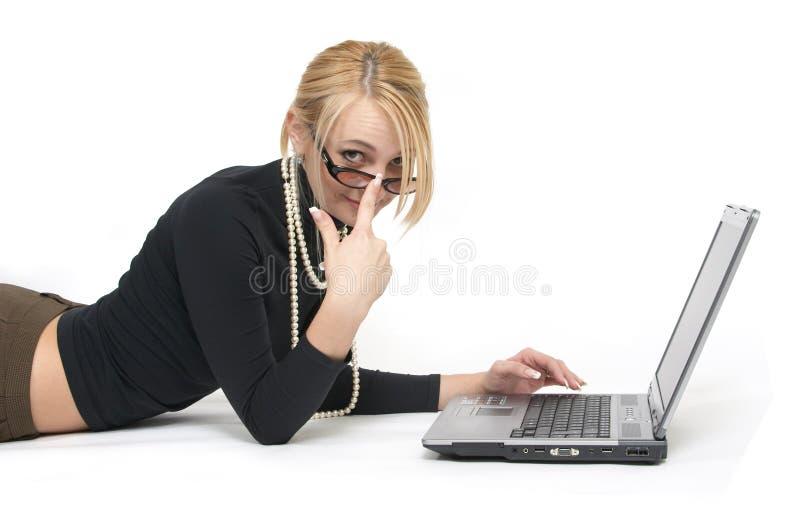 όμορφη γυναίκα lap-top στοκ φωτογραφία
